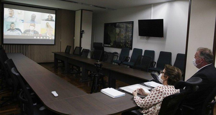 Agricultores de Rondônia recebem títulos fundiários por meio do Programa Terra Brasil